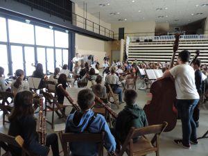 Un centenar d'alumnes d'escoles de música de la demarcació de Girona a la X Orquestrada del Conservatori de Música Isaac Albéniz